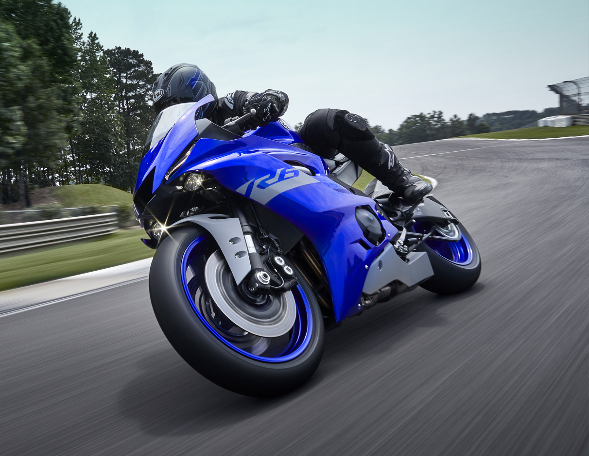 Action image of 2020 YZF-R6